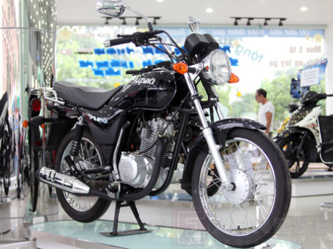Xe con tay Suzuki 110 phan khoi co mat tai Viet Nam