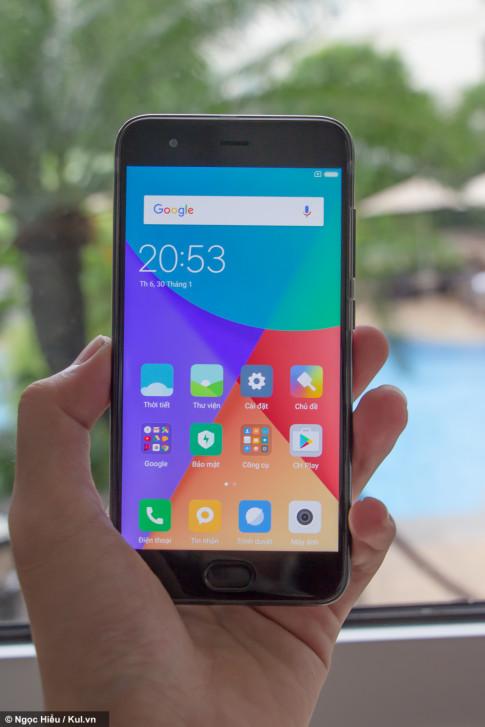 Xiaomi ra mat bo doi smartphone Mi 6 va Mi Max 2 tai Viet Nam, gia ban gan 11 trieu dong