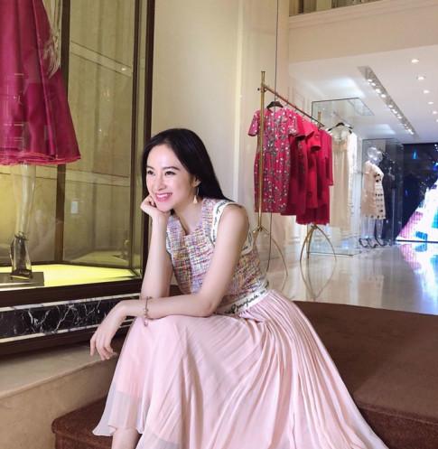 Bong an mac kin dao lai con tao dang chum chim hay la Angela Phuong Trinh chan khoe body roi?