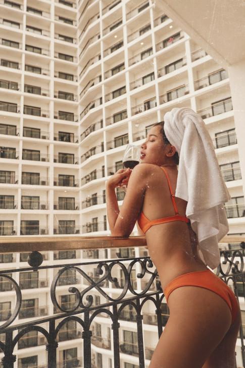 Bong mat khi Dong Anh Quynh khoe 3 vong hoan hao voi bikini
