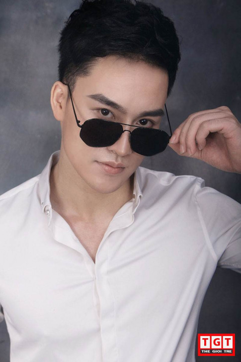 """Bong mat"" truoc nhung short anh khoe hinh the san chac cua hot boy Ha Thanh"