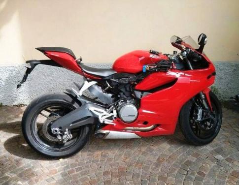 Ducati 899 Panigale lọ ảnh thục té