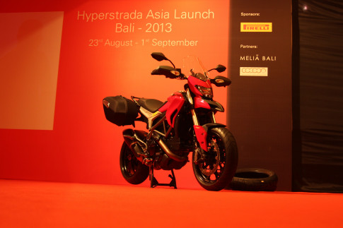 Ducati Hyperstrada sap ve Viet Nam