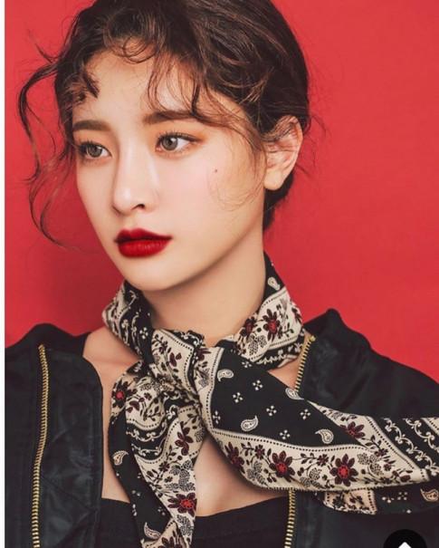 """Hoc lom"" phong cach thoi trang cua Fashionista chinh hieu Buyn Jung Ha"