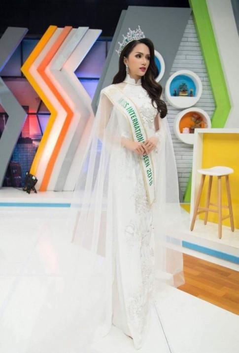 Huong Giang Idol that 'cao tay' khi tiep tuc mac ao dai len song truyen hinh Thai