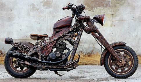 Moto cham khac go ky quai