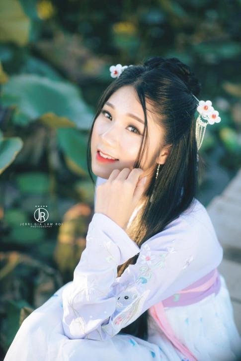 "Nu sinh HV Tai Chinh hoa my nu co trang dep ""hut hon"""