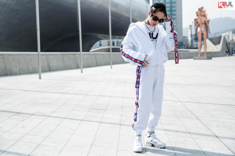 Seoul Fashion Week 2017: Son Tung M-TP tet toc va dien ca cay Hiphop 'noi ban bat'
