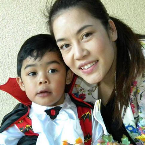 Vo chong Thu Phuong khoe nha tren Facebook