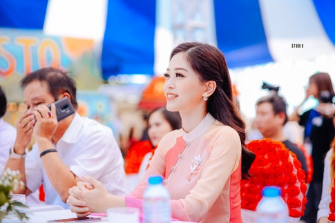 A hau Bui Phuong Nga dep rang ro ve tham truong truoc khi du thi Hoa hau Quoc te
