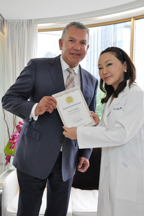 Dr. Eri Katagiri - Bac si noi khoa tham my Nhat doat giai ban tay vang Chau A