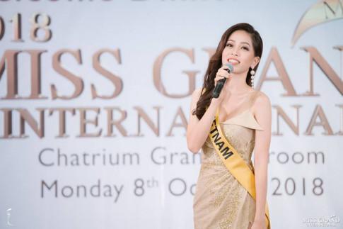 Miss Grand International 2018: Phuong Nga khoe giong hat va duoc fan ung ho du quen loi