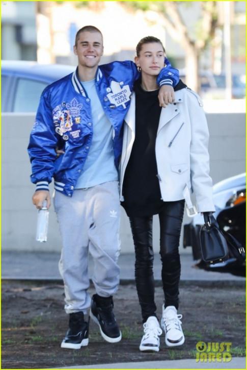Sau man 'lot xac' day ngoan muc, Justin Bieber tuoi tan dao pho cung ba xa Hailey Baldwin