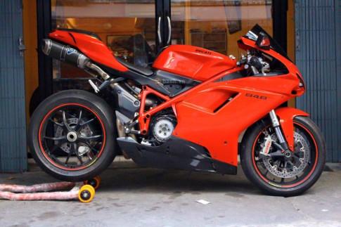 Ducati 848 Evo đơn điệu với dàn đồ chơi hàng hiệu
