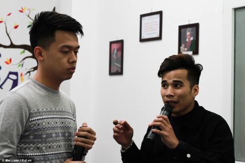 La doi lop hoc hat karaoke ngay giua Ha Noi