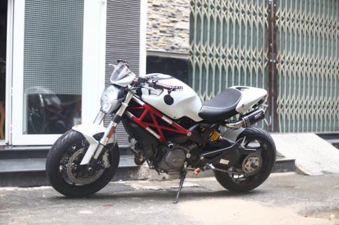 Quỷ dữ 796 của Ducati trắng tinh khôi và cực kì quyến rũ