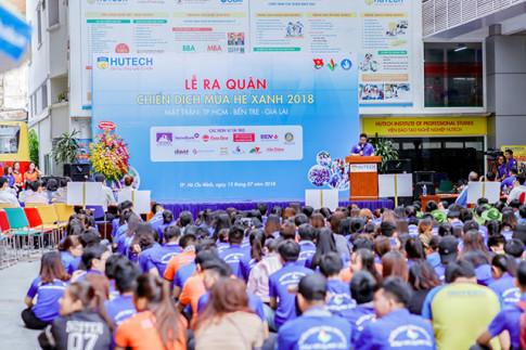"""A hau - Doanh nhan Huyen Co vinh du lam Dai Bieu chien dich """"Mua he xanh Hutech 2018"""""""