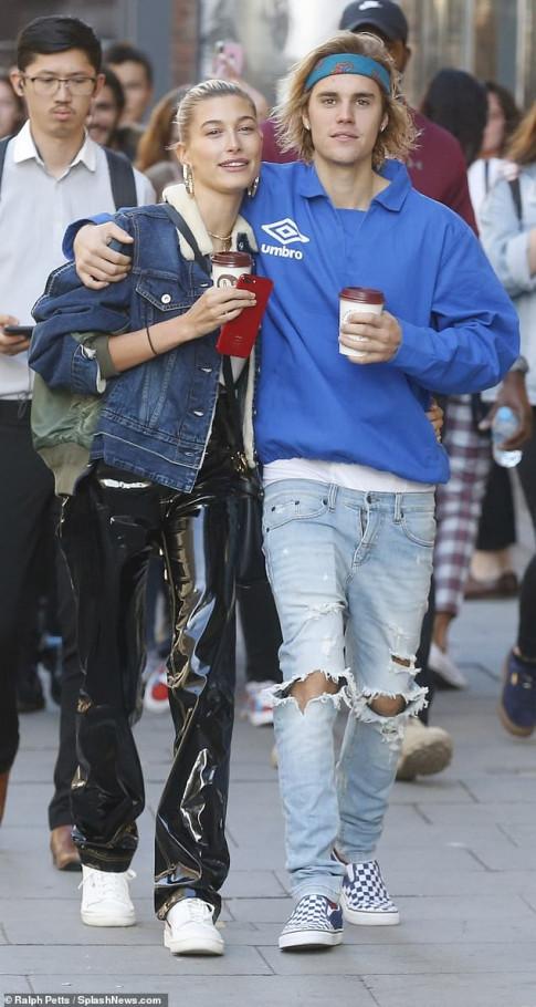 Cao rau dep trai ngoi ngoi nhung Justin Bieber van khien nguoi ham mo than troi khi nhin xuong duoi