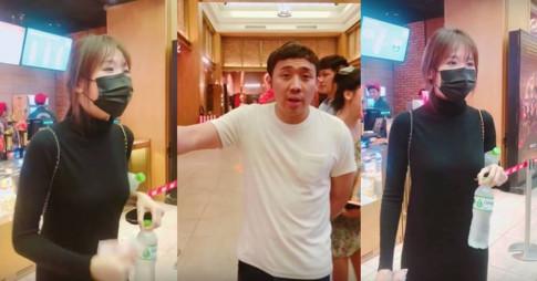 """Di xem phim quen tra tien ma bo di, Hari Won bi Tran Thanh va ban be """"vui dap"""": """"Toi khong quen nho do"""""""