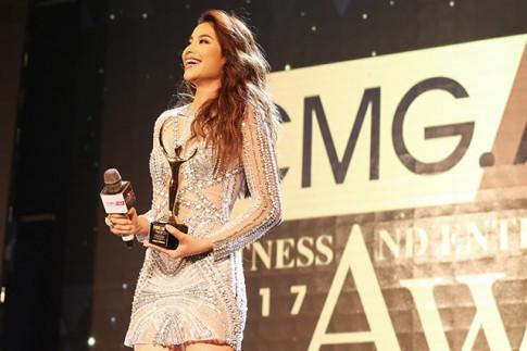H' Hen Nie va Pham Huong lan dau tien cung nhan de cu tai giai thuong CMG Awards 2018