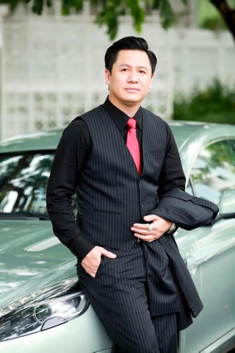 Hot: Pham Huong dang yeu mot dai gia co cong ty tu My den Viet Nam, va co hai con trai rieng?