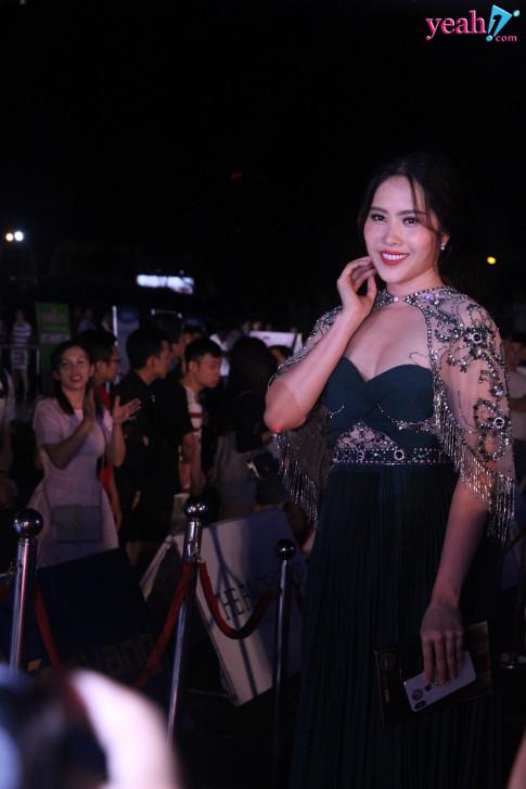 Nam Em lo than hinh phat tuong tren tham do Hoa hau Viet Nam 2018 khi dung hang vay ao voi Huong Giang