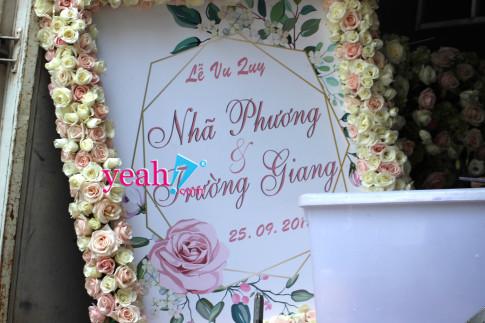 Nha trai sap den, gia dinh Nha Phuong moi ruc rich trang tri cong hoa chuan bi cho le cuoi vao buoi chieu