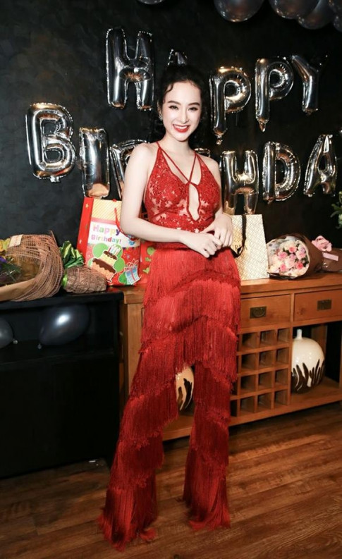"Sau Kylie Jenner, den luot Angela Phuong Trinh ""dung y tuong"" jumpsuit cua Rihana"