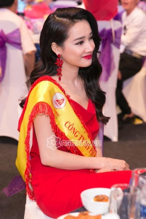 Truong Giang nghen giong hat 'Toi the, toi chang yeu ai' truoc mat Nha Phuong trong lan xuat hien chung