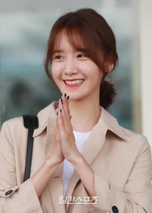 Yoona khoe sac o san bay - fan ngac nhien nhan ra nu than da cham nguong 30