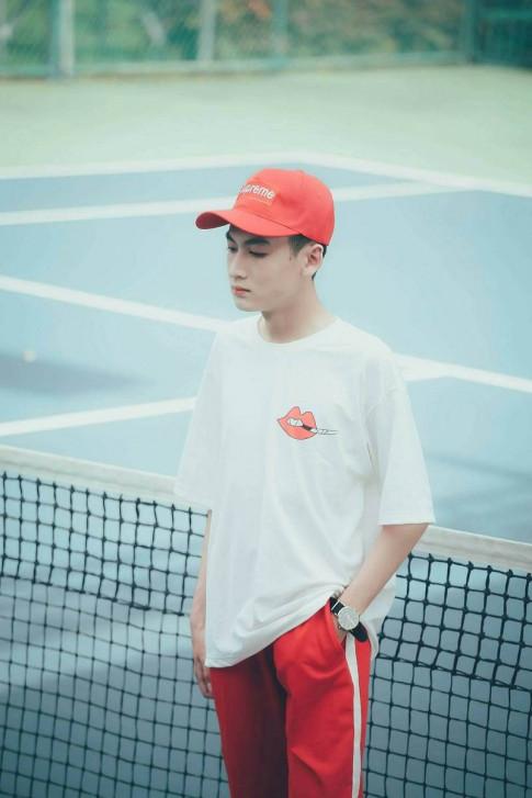 2K An Giang dien trai, nang dong tren san tennis