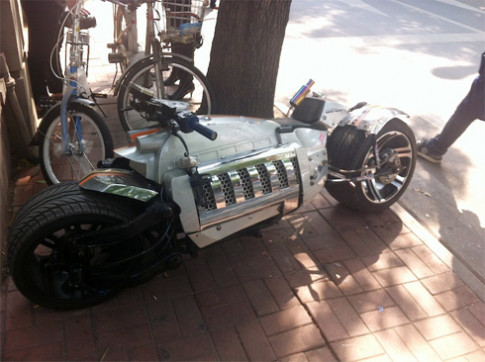 Moto 'khung' V10 co phien ban Trung Quoc