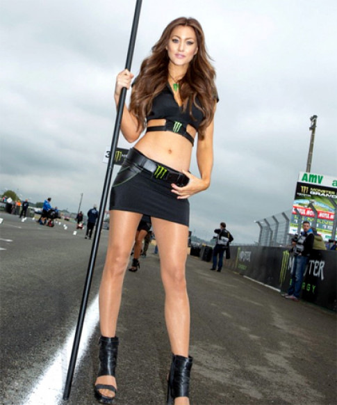 Nguoi dep 'Monster' toa sang duong dua MotoGP