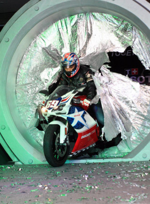 Nguoi dep Viet ben Ducati 848 Nicky Hayden
