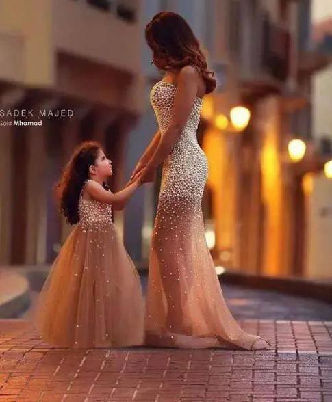 """Những khoảnh khắc """"tan chảy"""" trái tim của mẹ và con gái"""