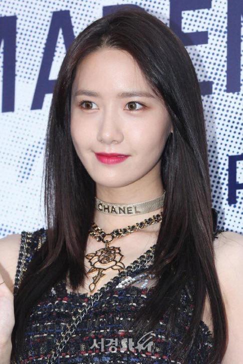 Qua la 'Nu than sac dep', YoonA noi loan cung khien nguoi khac bi 'hop hon'