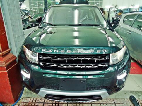 Range Rover Evoque mau xanh la o Sai Gon