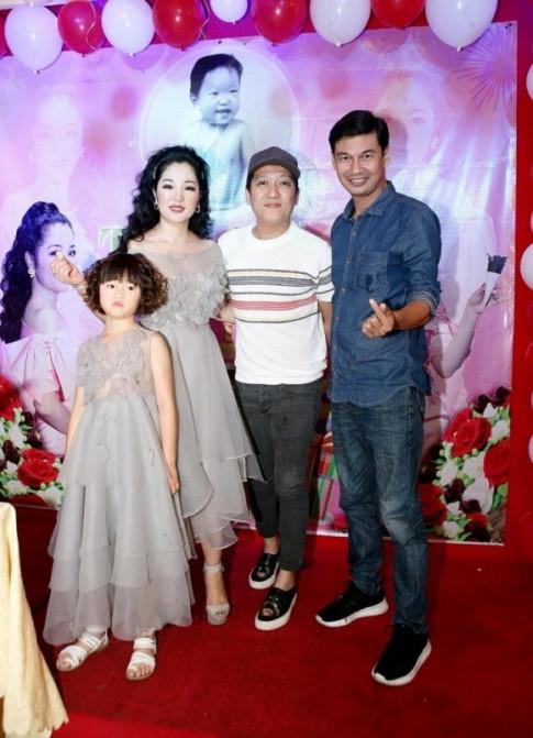 Truong Giang vui ve trong tiec don tuoi moi cua Thuy Nga, mac ke tin don chuan bi cuoi cung Nha Phuong