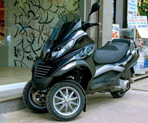 Piaggio dua dong co hybrid len xe tay ga