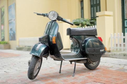 Vespa PX150E yên bình trên phố Hà Nội