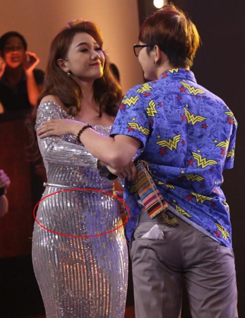 Hari Won lo lang chuyen tang can vi co bau?