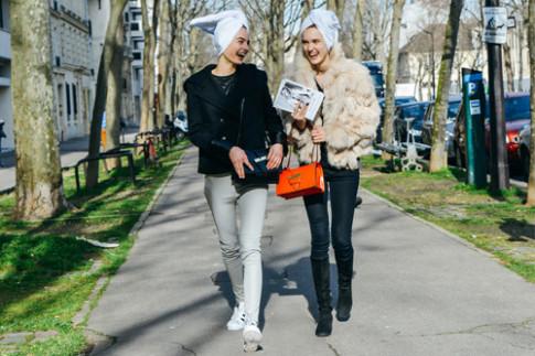 Những cô nàng làm loạn đường phố bằng quần áo