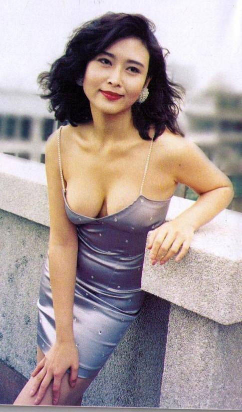 Nu hoang phim 18 Hong Kong: Song giau sang phu quy, co con gai dep boc lua khong kem me