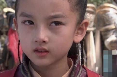 "Tieu Na Tra xinh nhat man anh: Gia the ""khung"", lon len dep hon ca Truong Ba Chi"