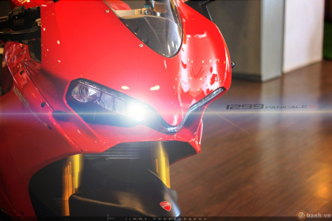 Chan dai Italy 1299 Panigale S - chiec Super Sport gon nhe nhat hien nay