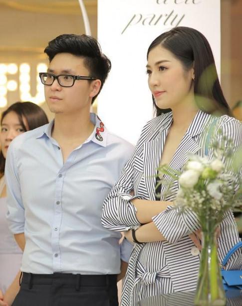 A hau Tu Anh lan dau cong khai duoc hon phu 'ho tong' di su kien thoi trang