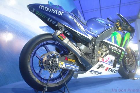 [Clip] - Yamaha M1 phien ban Rossi lam khan gia Viet me man