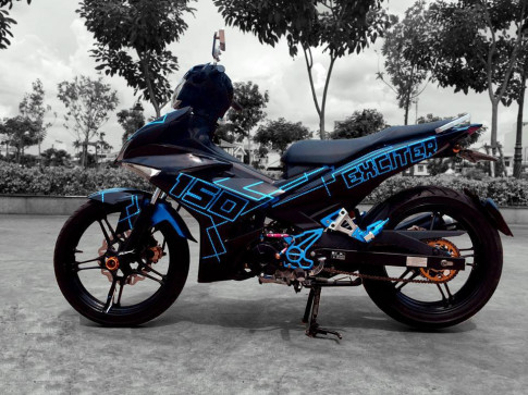 Exciter 150 an tuong trong bo canh decal doc la