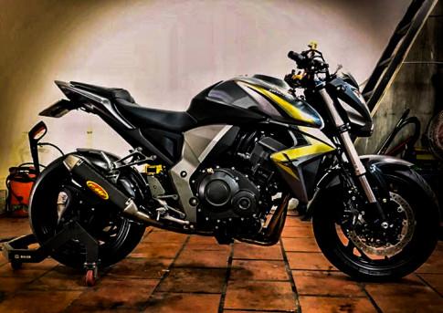 Honda CB1000R an tuong voi ban do don gian ma chat choi