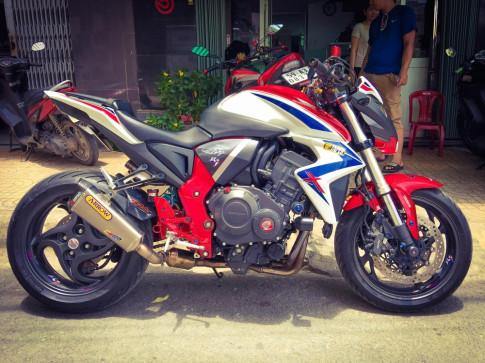 Honda CB1000R noi bat cung loat trang suc hang hieu cua biker Viet